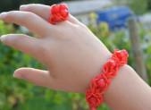 Bracelet et bague en élastiques avec des perles